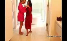 Lesbica gostosa batendo siririca junto com amiga