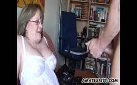Coroa experiente fudendo com seu marido safado cine casadas
