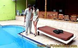 Malandrinha deliciosa dando pro comedor malandro na piscina cine casadas