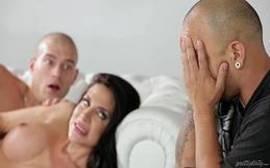 Brasileira gostosa foi flagrada pelo marido traindo ele com amigo dotado