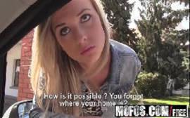 Filme de sexo com novinhas colegiais com loirinha pagando um boque love