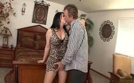 Filme porno bem quente com a morena sem vergonha que é uma coroa bem cavalona