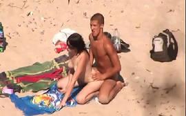 Putaria na praia de nudismo