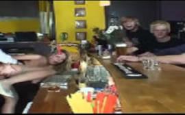 Sexo orgias com uma loira safada dando bebada no bar