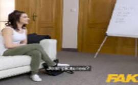 Video porno incesto com morena safada transando com o seu tio fotógrafo