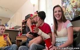 vídeo porno novinha da orgia entre amigos tarados