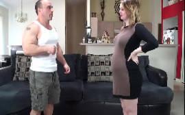 Branquinha gravida metendo com tudo em cima do sofá com seu macho