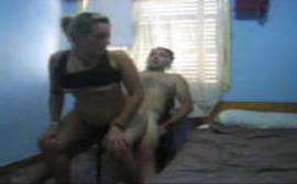 Caiu na net loira traindo o seu marido com o amigo dele