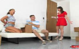 Cxvideo jovem comendo a mãe e a filha em um sexo em grupo
