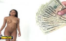 Morena empregada dando por dinheiro para sue patrão
