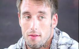 Novinho gay do olho azul chupando uma pica com tudo