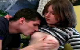 Porno incesto irmã novinha deixou chupar os peitinhos e não acabou por aí