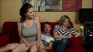 Sanba porno mãe safada fode sua filha novinha gostosa