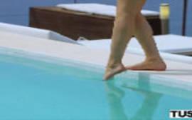 Sexo louco demais com o massagista na frente da piscina do spankbang