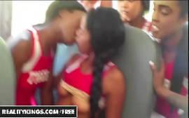 Sexo no buzão da escola com uma negrinha safadinha