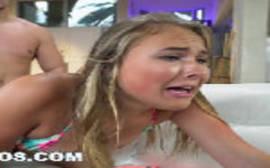 Alyssa Cole loirinha linda chorando de quatro com a pistola na buceta lhe ferrando