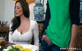 Coroas xvideos com morena insasciável por uma rola gostosa na sua boca de veludo em um bom bbb porno