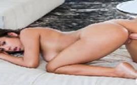 Filme de sexe com a morena gostosa em um porno beeg bem gostoso