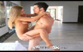 Maniacos por sexo com a novinha loirinha dando igual chuchu na cerca