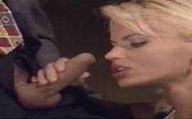 Sexo video de uma italiana linda e loira que adora provar uma pica na boquinha foda de veludo