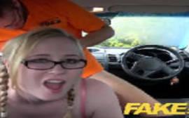 Vagabunda fazendo sexo com o seu taxista no fake taxi da putaria