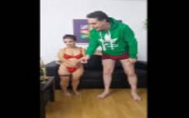 Ver fotos de sexo amador com uma anã sem vergonha caindo de boca na piroca