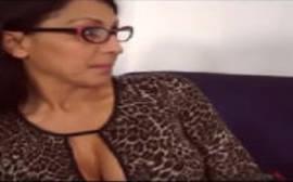 Video porno da italiana com cara de nerd metendo com um jovem bem dotado