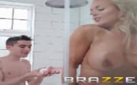 Wwwxvidio com uma loira peituda dando para um novinho em um porno gratis