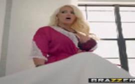 Xvidio fodas com uma madrasta loira que é uma verdadeira cavalona e rainha do sexo selvagem