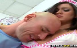 Baixar vidio porno com uma enfermeira safada dando em cima do paciente na sala de enfermagem