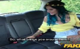 Fake taxi tatuada dando muito a sua vagina