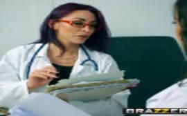 Médica gostosa trepando com a enfermeira safada