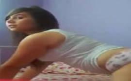 Ninfeta Cavalgando muito gostoso na rola de seu macho em um porno carioca caseiro