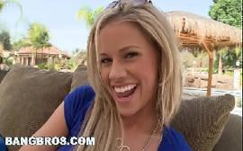 Novinha Jessa Rhodes atriz porno quente entrando na putaria com o bem dotado