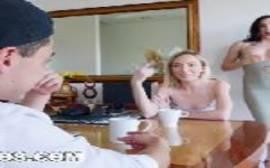 Novinho bem dotado comendo suas titias gostosas em um vídeo de sexo foda