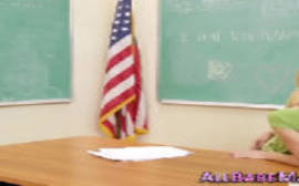 Por no das patricinhas fazendo um sexo entre amigas safadas dentro da sala de aula