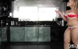 Porn tub com o camarada pegando a loirinha gostosa da porra para foder com ela no meio da cozinha