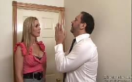 Tanya Tate dando para um cara novinho da porra em cima da cama no melhor do youporn