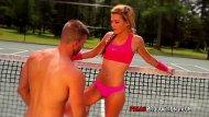 Tiny teen video de sexo interracial com uma novinha magrinha que tem a buceta bem sem fundo