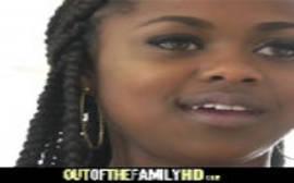 Ver video porno dessa negra patricinha dando igual chuchu na cerca