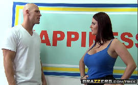 Vidios eroticos com a gostosona da brazzers trepando com um careca bem dotado
