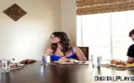 Xxx porno safada dando para o namorado depois da janta