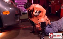 Xxxpornor com a morena safada fazendo um puta sexo anal com um cara bem dotado