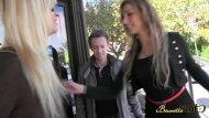 Homem seduzindo a sua titia que é uma coroa loira bem gostosa para um samba porno foda
