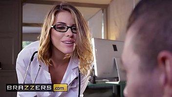 Porno estremo com a médica safada atacando o seu paciente dentro do consultório da putarida da brazzers
