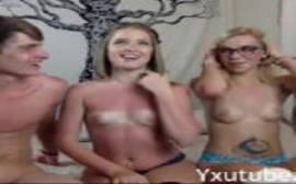 Casais de jovens fazendo uma boa suruba na frente da webcam para o chaturbate