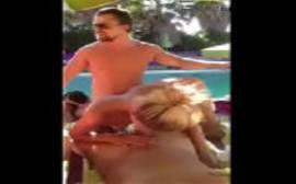 Leonardo DiCaprio caiu na net fazendo orgia com um monte de putas no Caribe