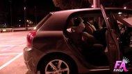 Novinha fazendo suruba dentro do carro
