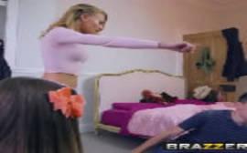 Redrtube com a novinha metendo com o namorado de sua mamãe safada