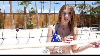 Americano ruivinha fazendo um porno gratis em frente a piscina de sua casa